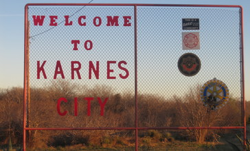 Karnes_City__TX__welcome_sign_IMG_2719.JPG