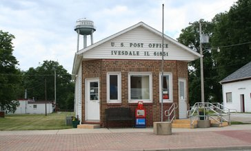 Ivesdale_Illinois_Post_Office_and_Water_Tower.jpg