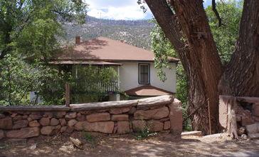 House_in_Jemez_Springs.jpg