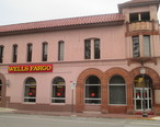 Wells__Fargo_in_downtown_Seguin__TX_IMG_8165.JPG