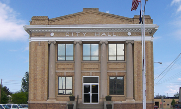 Glendive_city_hall.jpg