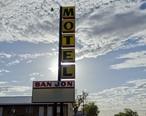 San_Jon_Motel_In_the_Morning.jpg