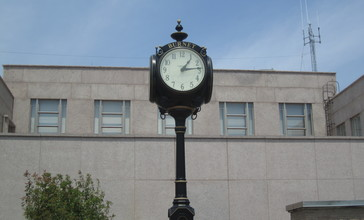 Clock_at_Burnet_County__TX__Courthouse_IMG_1986.JPG