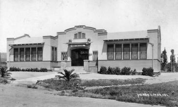 Yorba_Linda_School__circa_1918.jpg