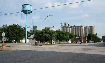 De_Land_Illinois_Water_Tower_Post_Office_and_Grain_Elevator.jpg