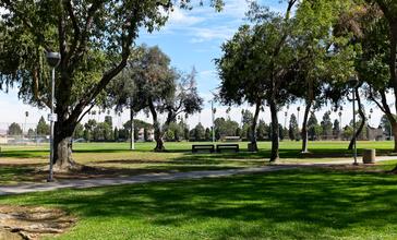 Little_Lake_Park__Santa_Fe_Springs_CA_viewing_field.jpg