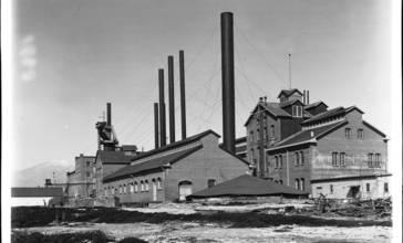 Sugar_factory_in_Chino__California__ca.1906__CHS-1663_.jpg