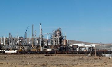 Sinclair_refinery__Wyoming.jpg