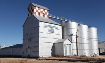 Abernathy_Texas_Plains_Grain_Elevator_2010.jpg