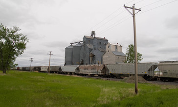 Grain_elevator_in_Kintyre__North_Dakota.jpg