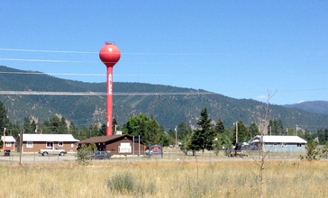 Arlee_Montana_red_water_tower.jpg