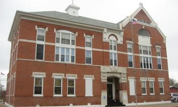 White_County_Courthouse_in_Carmi.jpg