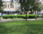 Green_space_in_the_town_square__Uvalde__TX_IMG_4270.JPG
