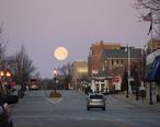 Moon_setting_over_Pennsylvania_Avenue__Glen_Ellyn__Illinois.jpg