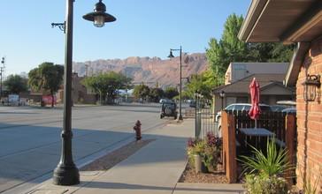 Moab__Utah_looking_south.JPG