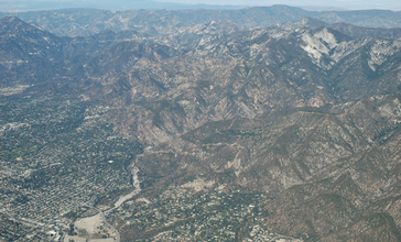 Eaton_canyon_from_the_air.jpg