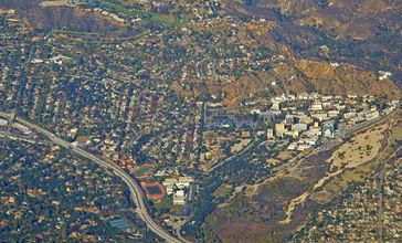 La_Cañada_Flintridge___the_210_Freeway.jpg