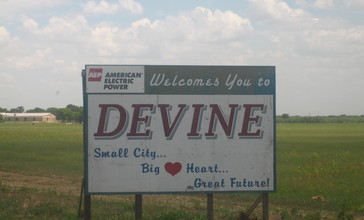 Sign_to_Devine__TX_Picture_102.jpg