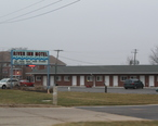 River_Inn_Motel_in_Fox_River_Grove__Illinois.jpg