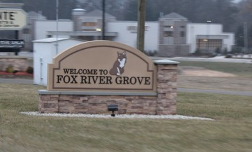 Fox_River_Grove_Sign_on_U.S._Route_14.jpg