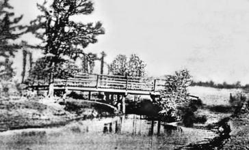 First_Bridge_Over_Cane_Island_Creek_circa_1895.jpg