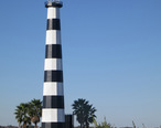 Faux_Lighthouse_at_South_Shore_Harbor_--_League_City__Texas.jpg