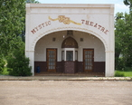 Mystic_theatre_marmarth_north_dakota_2007.jpg