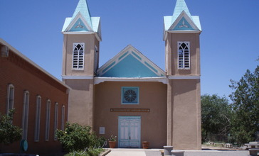 Bernalillo_church.jpg