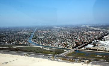 Huntington_Beach_CA_Aerial_by_Don_Ramey_Logan.jpg
