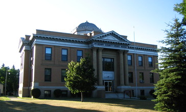 McHenry_County_Courthouse_-_Towner_North_Dakota.JPG