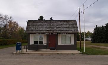 US_Post_office_in_Voltaire_North_Dakota_10-16-2008.jpg