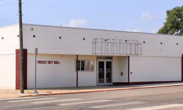 Poteet_Texas_City_Hall_2015.jpg