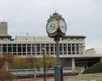 Rotary_Club_clock__1916__with_Alexandria_City_Hall_in_background_IMG_4314.JPG