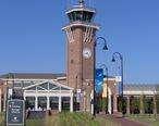 Alexandria_International_Airport_terminal__Alexandria__Louisiana.jpg
