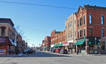 Midland_Street_Commercial_District_Bay_City_MI_C.jpg