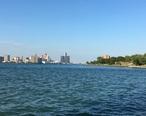 Detroit_river_running_between_Detroit_and_Windsor.jpg