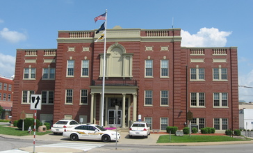 Hardin_County_Courthouse_in_Elizabethtown.jpg