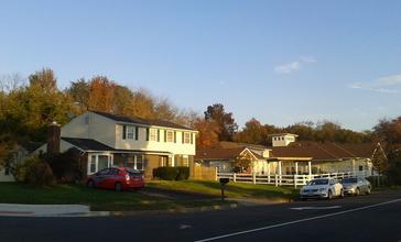 Houses_in_Burke__Virginia.jpg