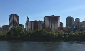 Hartford_Skyline_from_Great_River_Park__Cropped_.jpg
