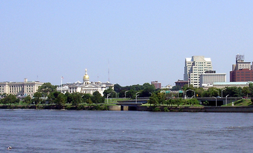 2009-08-17_View_of_downtown_Trenton_in_New_Jersey_and_the_mouth_of_the_Assunpink_Creek_from_across_the_Delaware_River_in_Morrisville__Pennsylvania.jpg