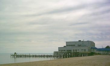 Pier_at_Colonial_Beach.jpg