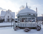 Bainbridge_town_common_and_gazebo__New_York.jpg