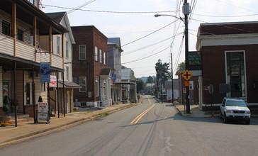 Main_Street_in_Herndon__Pennsylvania.JPG