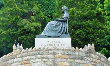 Mothers__Memorial.JPG