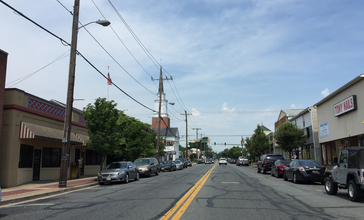 2016-06-11_11_03_54_View_west_along_Maryland_State_Route_132__Bel_Air_Avenue__at_Howard_Street_in_Aberdeen__Harford_County__Maryland.jpg