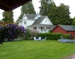 Hulda_Klagers_house_and_lawn.jpg
