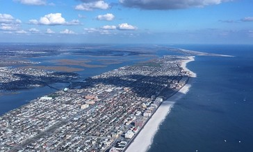 Aerial_photograph_of_Long_Beach__NY_and_environs_from_the_WSW.jpg