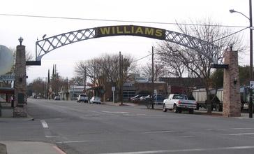 Entrance_arch_to_Williams__California.jpg