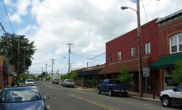 Carlton_Oregon_Main_Street_-_OR47.JPG