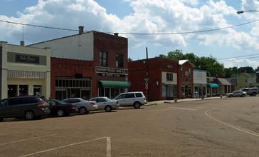 Main_Street_Madison_Alabama_May_2011_01.jpg